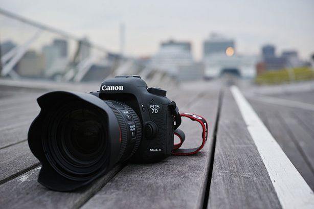 Aldri før har det vært et kamera, ikke spesifikt rettet mot profesjonelle, som tilbyr den hastigheten, kraften og de mulighetene EOS 7D Mark II kan tilby.   10 bilder pr. sekund …